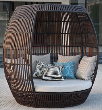 Apircot modern outdoor tall enclosed round chaise lounge for Big and tall chaise lounge