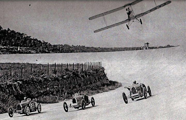 Tres Bugattis en el circuito de Terramar