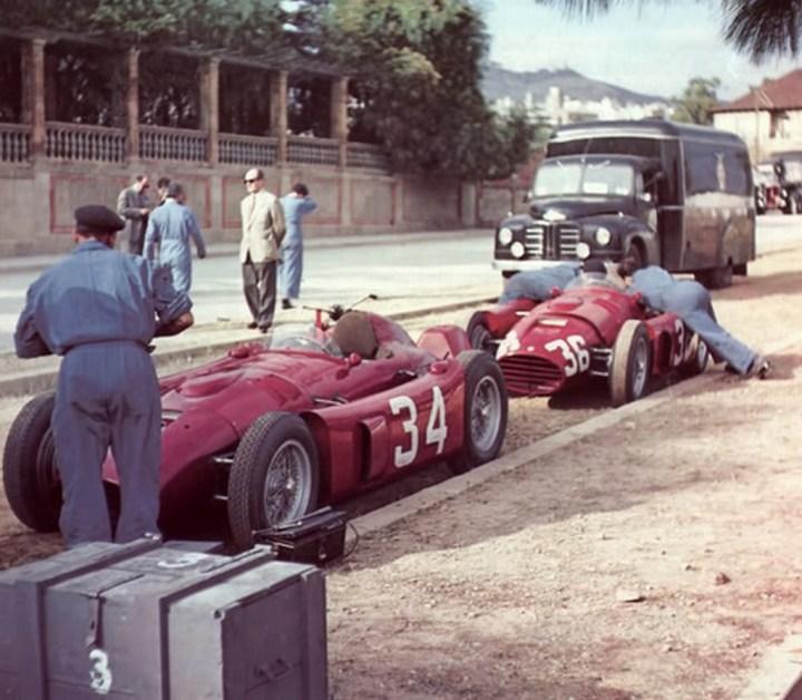 Los Lancia D50 de Ascari y Villoresi en Pedralbes en 1954