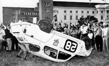Carlsson en acción: Saab en el Safari Rally (1964)...