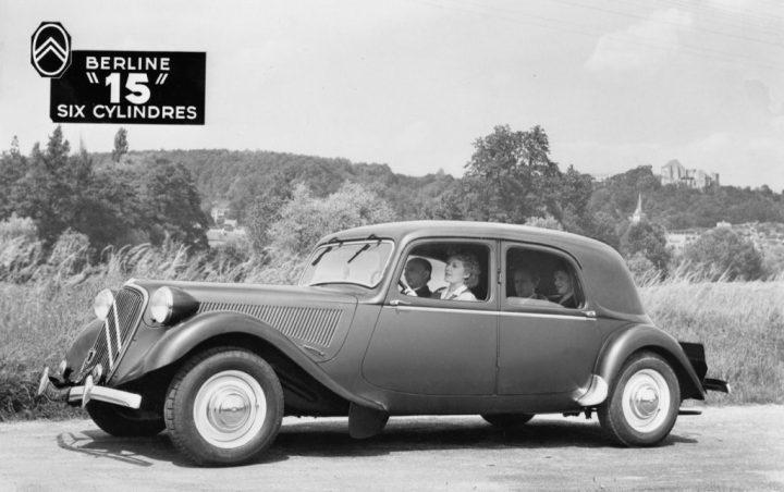 El Traction Avant con su característica carrocería mucho más baja que los coches normales de la época. Se hicieron 759.111 entre 1934 y 1957.