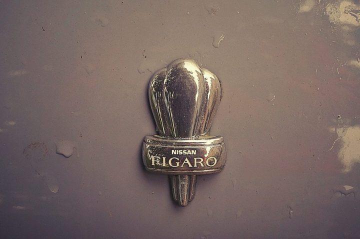 Tipografía Nissan Figaro