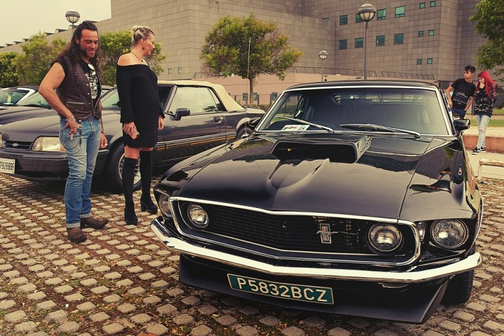 Ford Mustang couple en Sala Chanoe