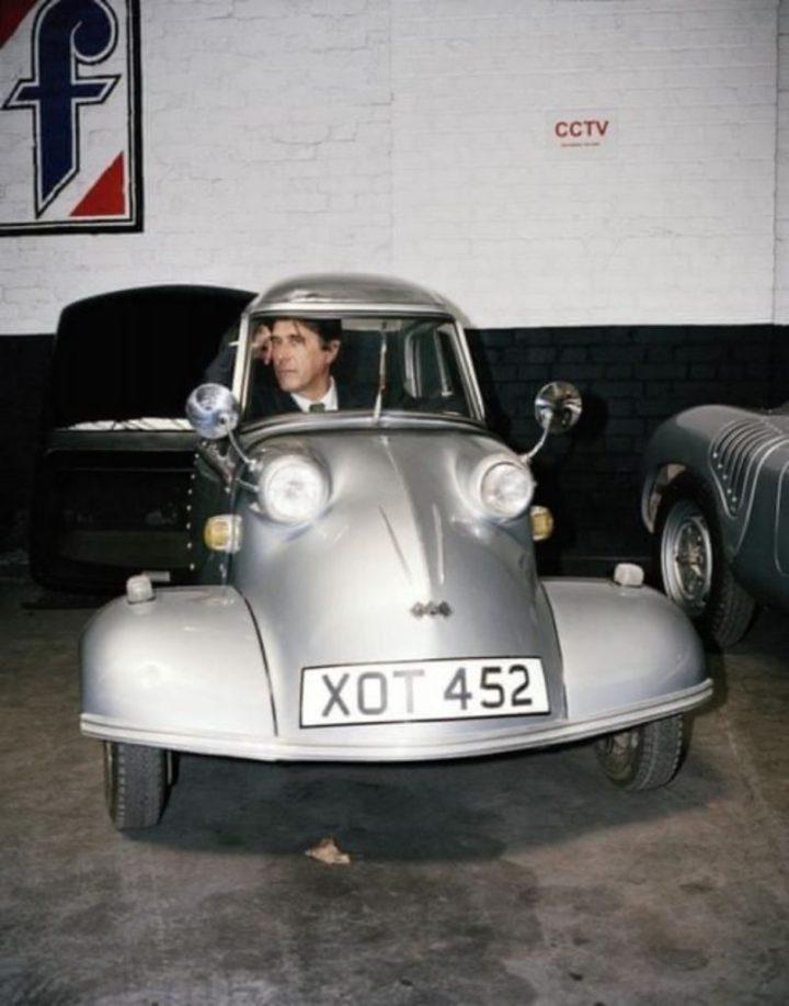 Bryan Ferry encajado en un Messerschmitt KR200 | Rock Stars Cars by Red Planet