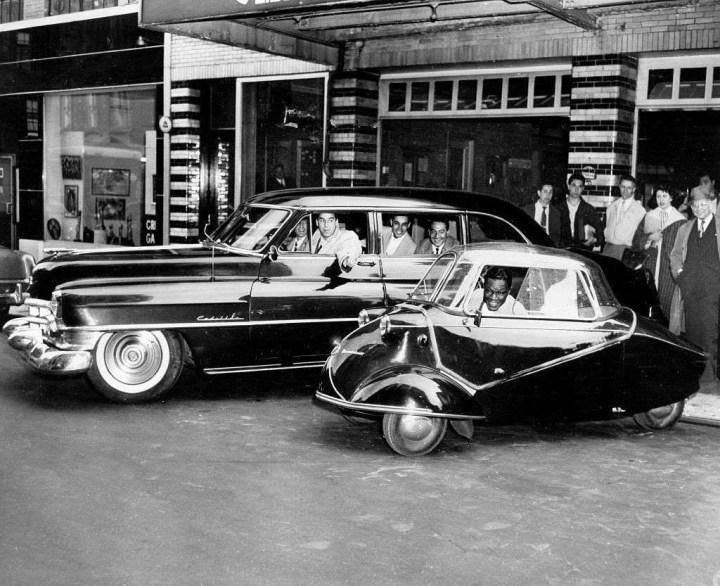 Nat King Cole fotografiado el 27.5.1954 a bordo de un Messerschmidt, del que asumió la distribución en dos estados de EEUU | Ullstein Bild