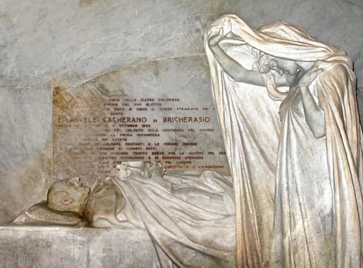 La tumba de Emanuele di Bricherasio, obra del escultor Leonardo Bistolfi