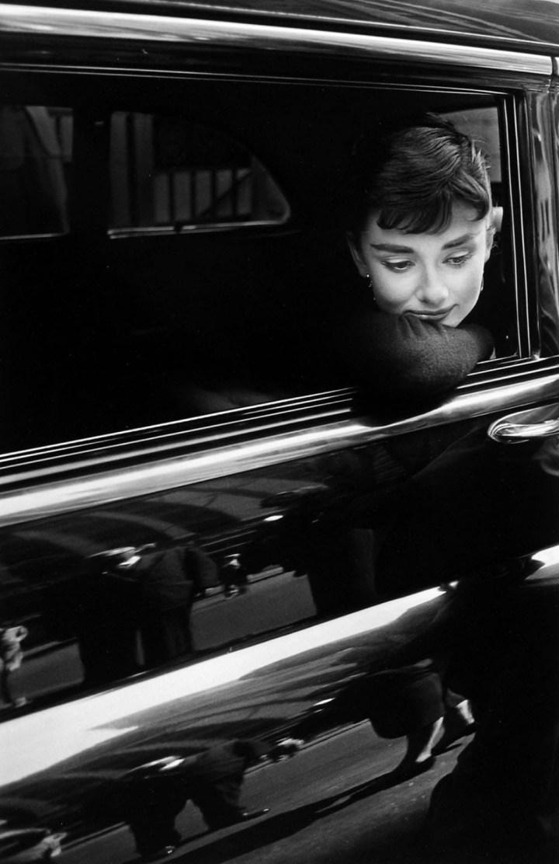 Stars & Cars 3 Audrey Hepburn durante el rodaje de Sabrina en 1954 | Dennis Stock Magunm