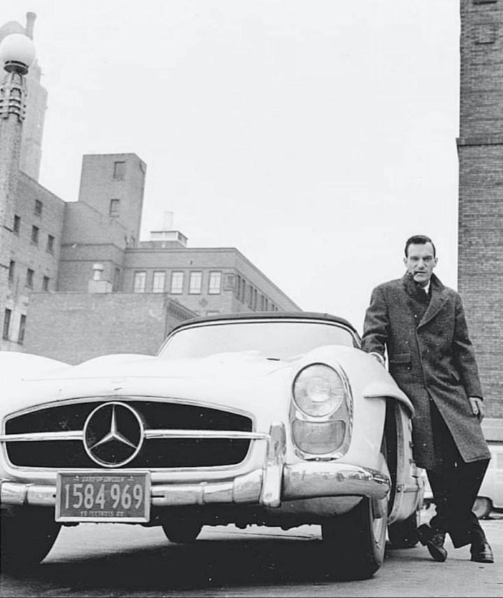 Stars & Cars 3 Hugh Hefner con su Mercedes-Benz 300SL Roadster de 1959