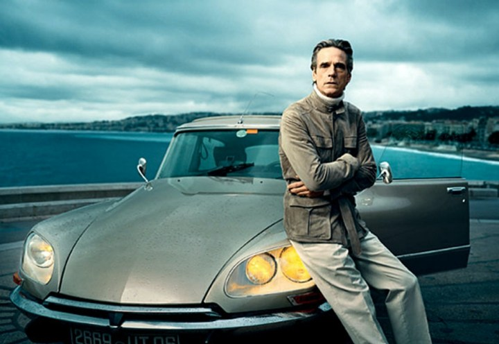 Stars & Cars 3 Jeremy Irons posando para la revista Vogue junto a un Citroën DS | Vogue