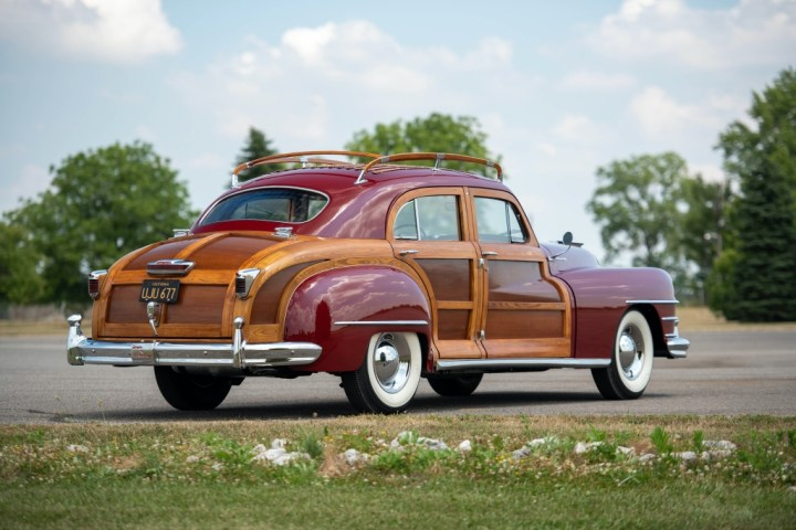 20200905 RM Sotheby's Auburn 1948-Chrysler-Town-and-Country-Sedan-_1 64.900 $