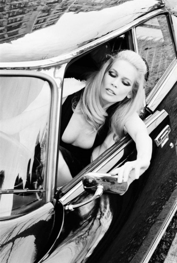 Claudia Schiffer al volante de un Citroën DS en una imagen para la revista Vogue Italia en abril de 2008 | Ellen von Unwerth:Vogue