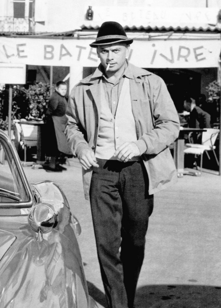 El actor Yul Brynner en St. Tropez, Francia, en 1959 | Edward Quinn