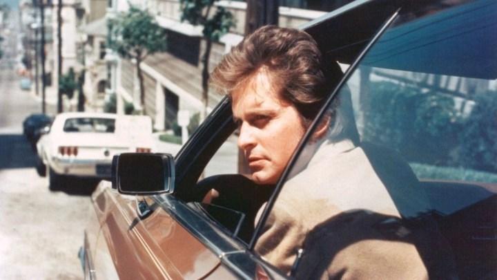 Michael Douglas durenat el rodaje de la serie Las calles de San Francisco hacia 1975 | Silver Screen Collection:Getty Images
