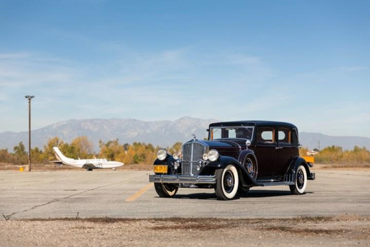 1932 Pierce Arrow Model 52 Custom Club Berline 170.000 $ (est. 175-225.000 $) | RM Sotheby's