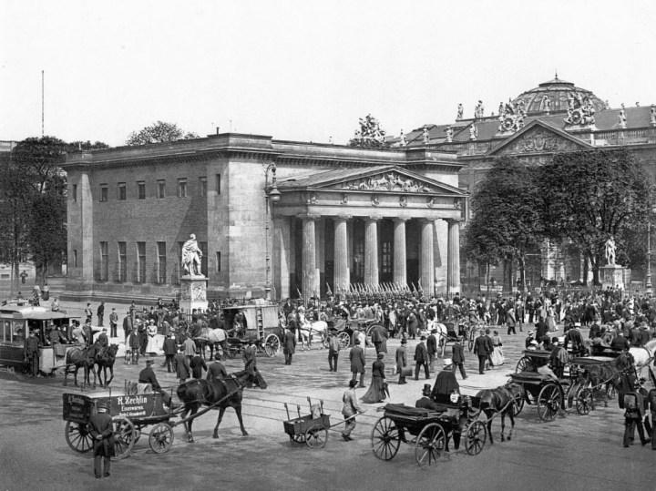 Coches y caballos: Berlín en los años 90 del siglo XIX