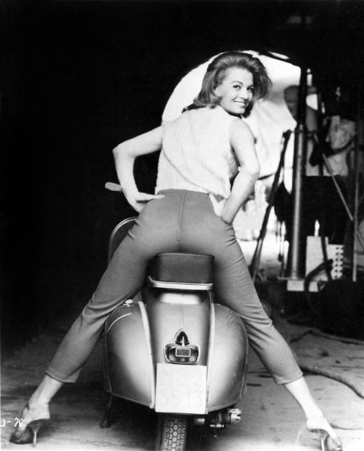 Angie Dickinson durante el rodaje de 'Jessica' en 1962