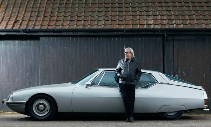 Bill Wyman, bajista de los Rolling Stones, con su Citroën SM