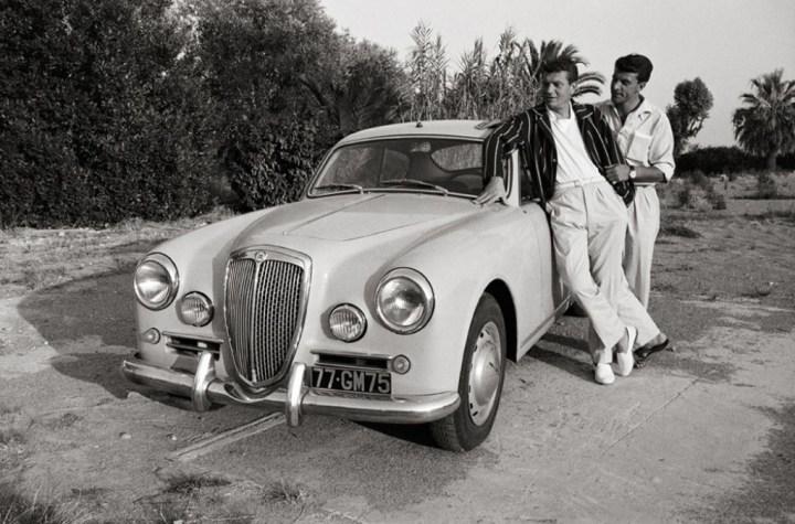 Stars & Cars: Phillipe Nicaud und ihr Lancia Aurelia B20 Gran Turismo 2500 en Niza en 1959