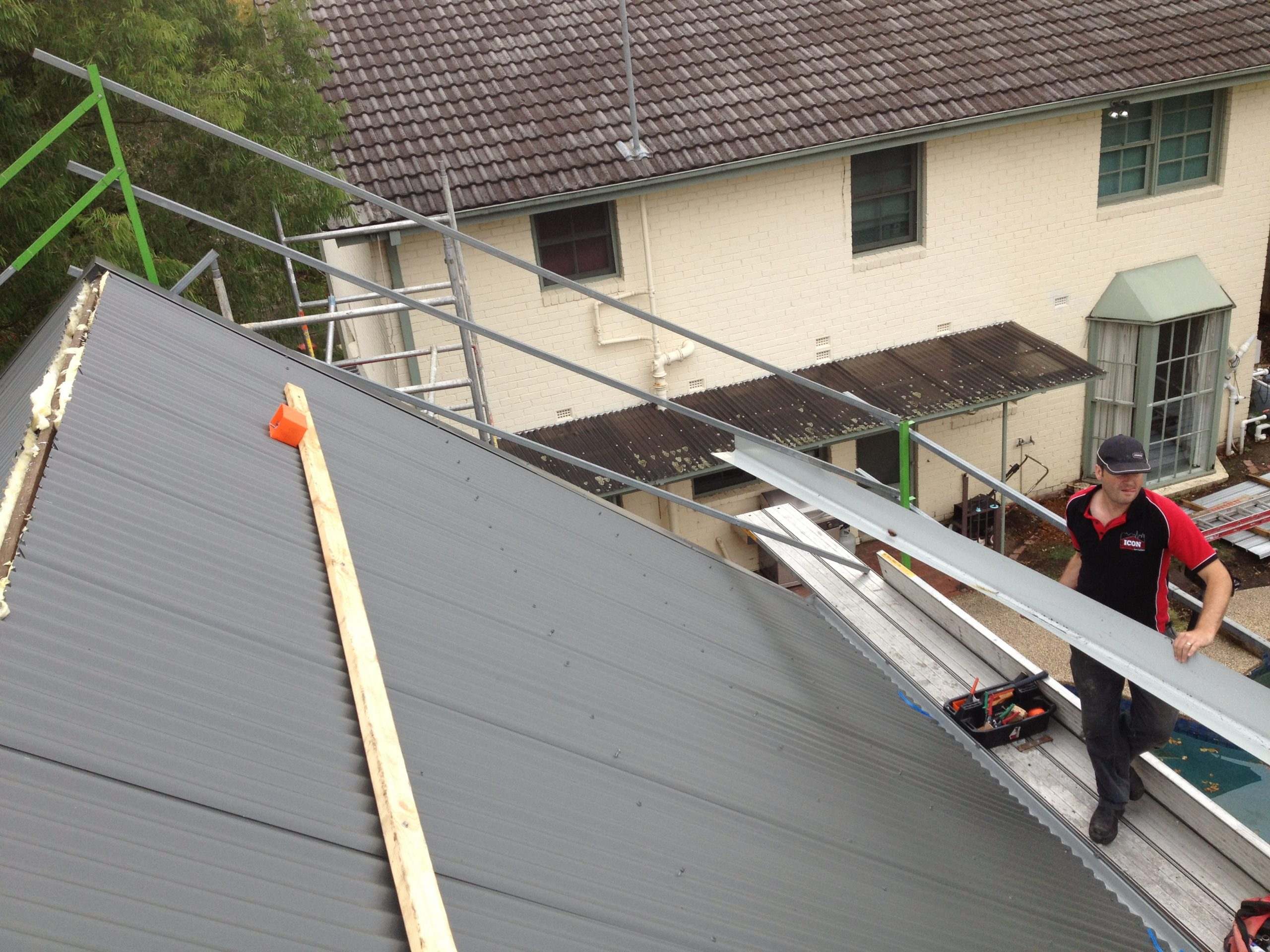 Icon team safely installing very steep roof in Mont Morency