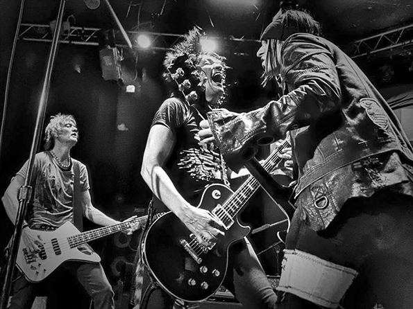 Bulletboys: Killin' it on stage.