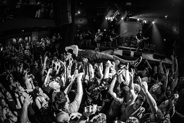 Kevin Martin hits the crowd at a Candlebox live show!