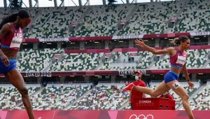 De Grasse holds off 3 Americans for 200 gold