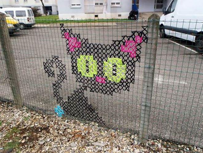 Really Cute Desktop Wallpaper Creative Street Art Cross Stitch Murals On Fences