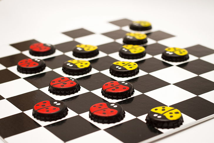 Cute Wallpaper Recycling Diy Board Game With Bottle Cap Checkers