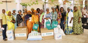 ICRISAT-Mali Women's Forum members with Director of Poupponniere and others. Photo: A Diama, ICRISAT