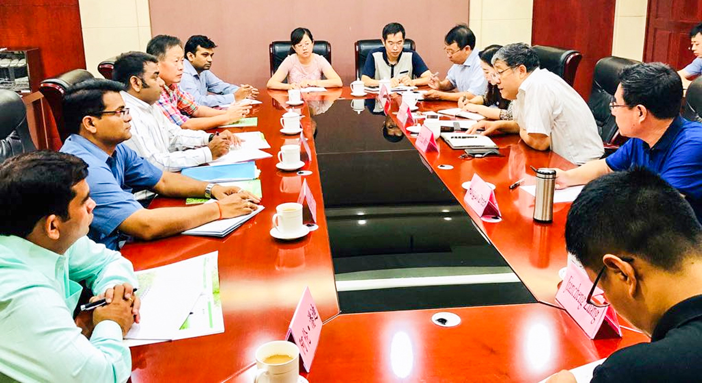 ICRISAT team with Prof Shubo Wan (3rd from right), President, SAAS; Dr Hongjun Zhao (2nd from right), Director, SPRI; and Dr Xingjun Wang (5th from right), Director, Biotechnology Research Center, Jinan, along with other researchers from SAAS, China.