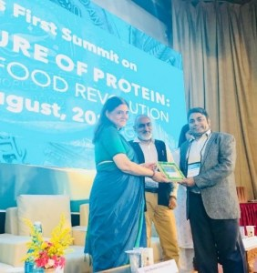Receiving plaque of appreciation from Union Cabinet Minister Ms Maneka Gandhi
