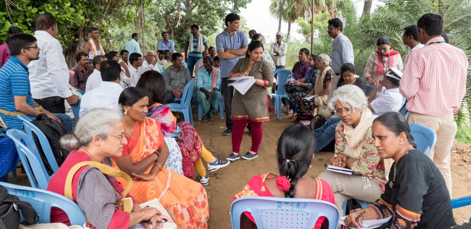 The TIGR2ESS team interacting with local farmers and officials at Katakshapura near Warangal, Telangana. Photo: S Punna, ICRISAT
