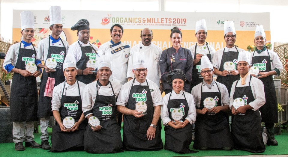 Judging Panel Chef Anahita Dhondy (Top row - 6th from left), Chef Ramasamy Selvaraju (Top row - 5th from left) and Chef Vinod Bhatti (Top row - 4th from left) with Smart Food Culinary Challenge Finalists.