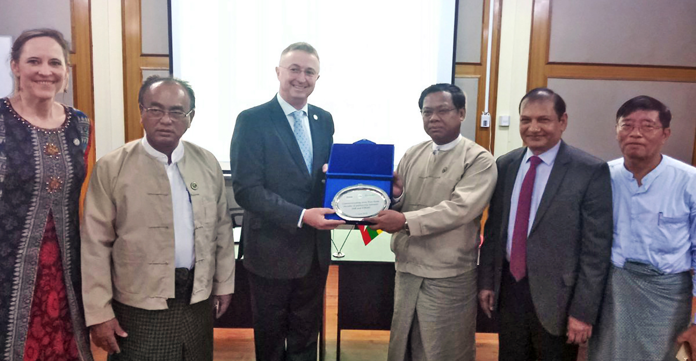 Mr U Naing Kyi Win (2nd from right), DG, DAR, and Dr Peter Carberry, DG, ICRISAT, along with Dr Pooran Gaur, RPD-Asia (1st from right) and Ms Joanna Kane-Potaka, ADG-External Relations, ICRISAT (Extreme left), at DAR, Myanmar. Photo: J Ashok, ICRISAT