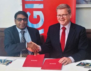 Prof Rajeev Varshney of ICRISAT (left) and Prof Professor Robert Van de Noort, Vice-Chancellor, University of Reading, at the signing of the MoU.