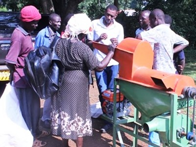 A training on thresher operation and maintenance in Central Alego Ward in Siaya, Kenya.