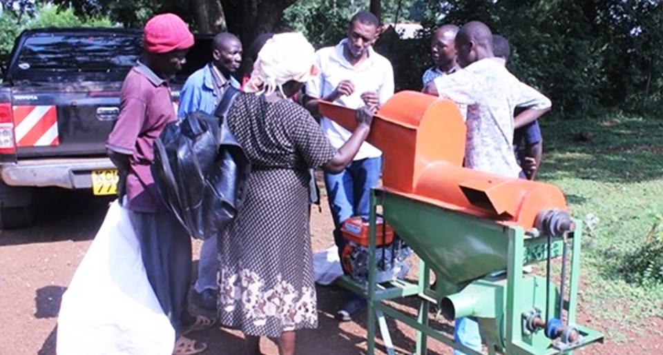 A training on thresher operation and maintenance in Central Alego Ward in Siaya, Kenya.