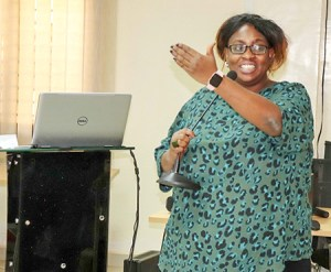 Dr Nadine O Worou, Agronomist and crop modeler, instructing the participants. Photo: A Diama, ICRISAT