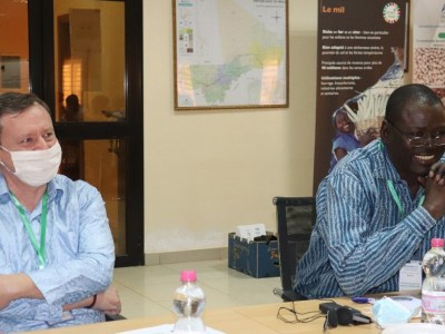 Mr Olivier Lefay, Program Manager, Food Security of the Delegation of the European Union in Mali, and Dr Ramadjita Tabo, Regional and Research Program Director, West and Central Africa (WCA), ICRISAT, during the Annual Review and Planning Meeting of the UE-APSAN-Mali project. Photos: N Diakité, ICRISAT