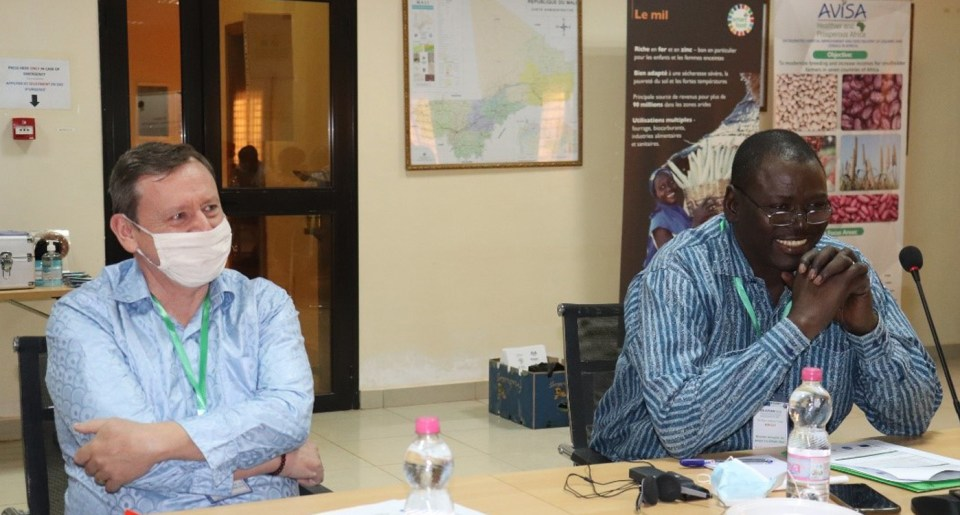 Mr Olivier Lefay, Program Manager, Food Security, of the Delegation of the European Union in Mali, and Dr Ramadjita Tabo, Regional and Research Program Director, West and Central Africa (WCA), ICRISAT, during the Annual Review and Planning Meeting of the UE-APSAN-Mali project. Photo: N Diakité, ICRISAT