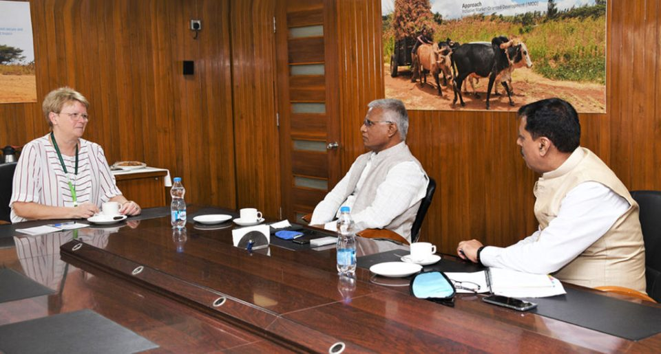 L-R: Dr Jacqueline Hughes, Director General, ICRISAT; Dr V Praveen Rao, Vice Chancellor, PJTSAU; and Dr Arvind Kumar, Deputy Director General-Research, ICRISAT discuss ways to work as partners for Telangana's farmers. Photo: PS Rao, ICRISAT