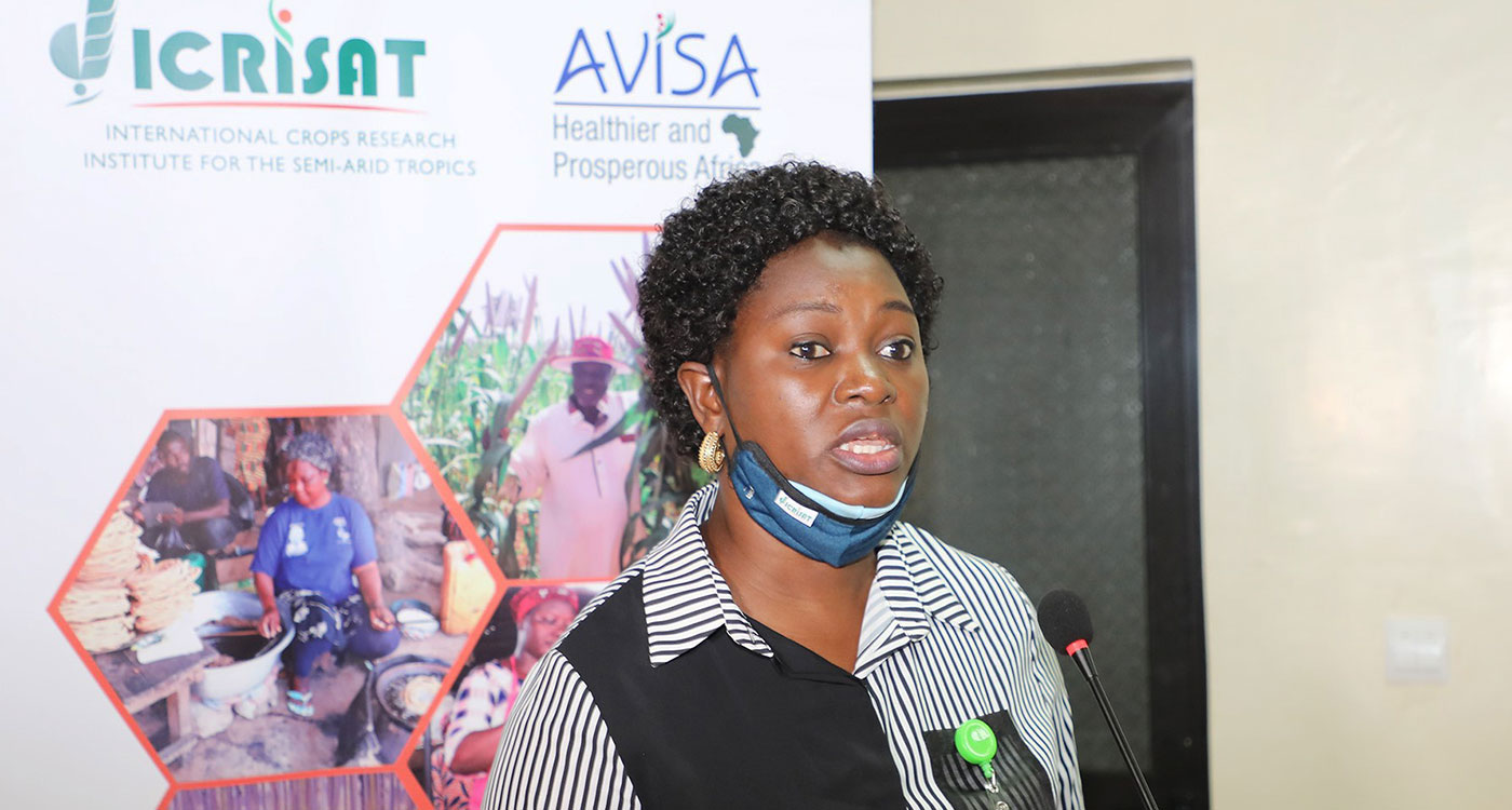 Dr Jummai O Yila, Gender Scientist and main organizer of the event, making a point during the workshop. Photo: N Diakite, ICRISAT