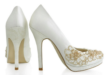 6744e4a7bd 4 Taiwan wedding shoe traditions you need to know | ICRT Blog