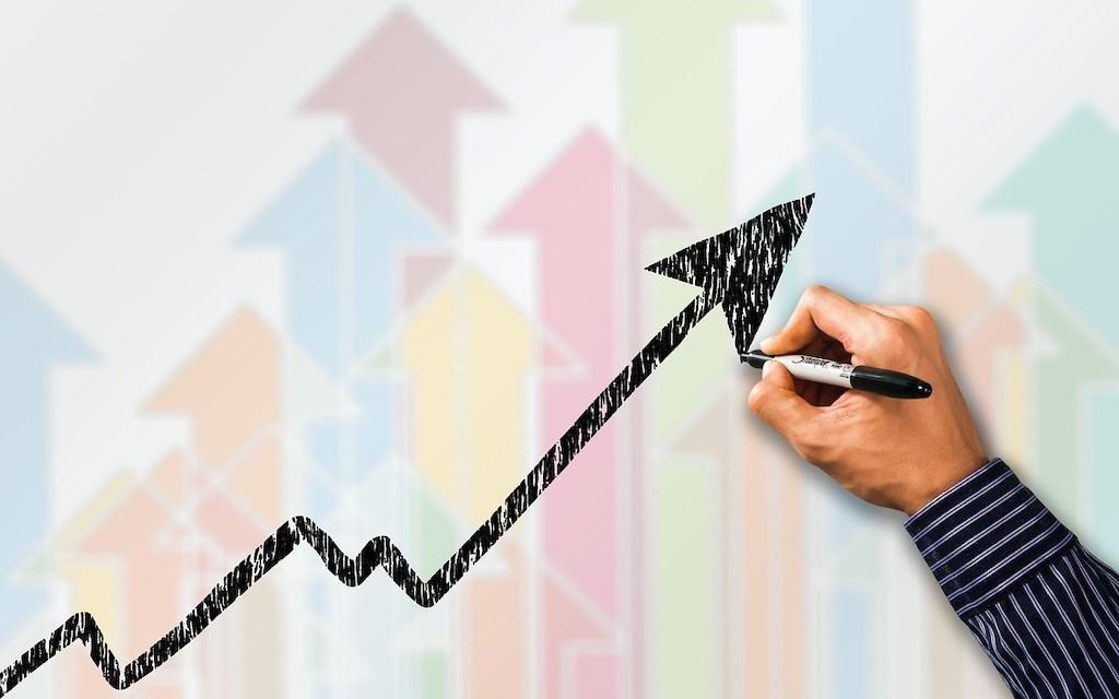 business-trends-arrows-Gerd-Altmann-Pixabay