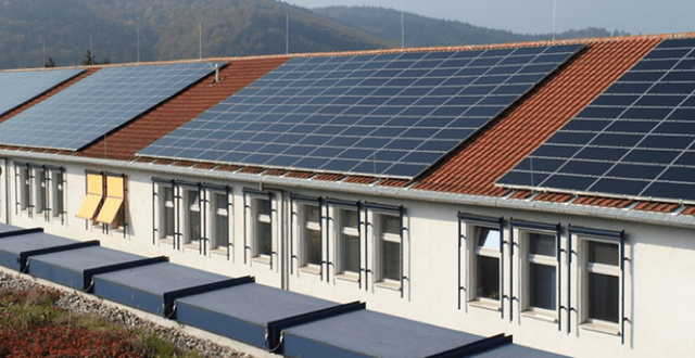 Solar panels on Cabo Verdean high schools on São Vicente