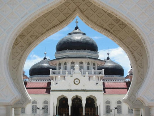 Aceh's Mesjid Baiturrahman is of strategic and historical importance).