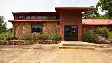 1211 E Lincoln Rd, Idabel, OK 74745 FOR SALE Commercial Building PLUS 1/2 Acre Land in Prime Location