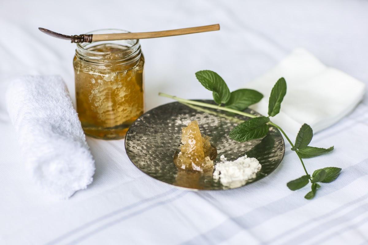 Debunkink Skincare Myths 2