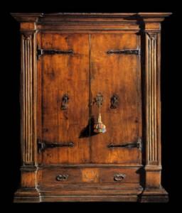Arredare la casa con mobili antichi larmadio antico e la sua storia