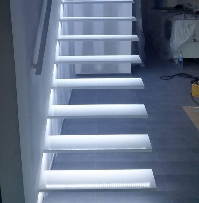 Illuminare le scale con le luci a led Ecco 20 idee design